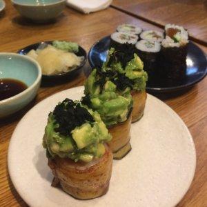 youmiko, vegan, sushi, wege, weganizm, wegetariańskie jedzenie, warszawa, stolica, jedzenie, gdzie zjeść, roślinnie