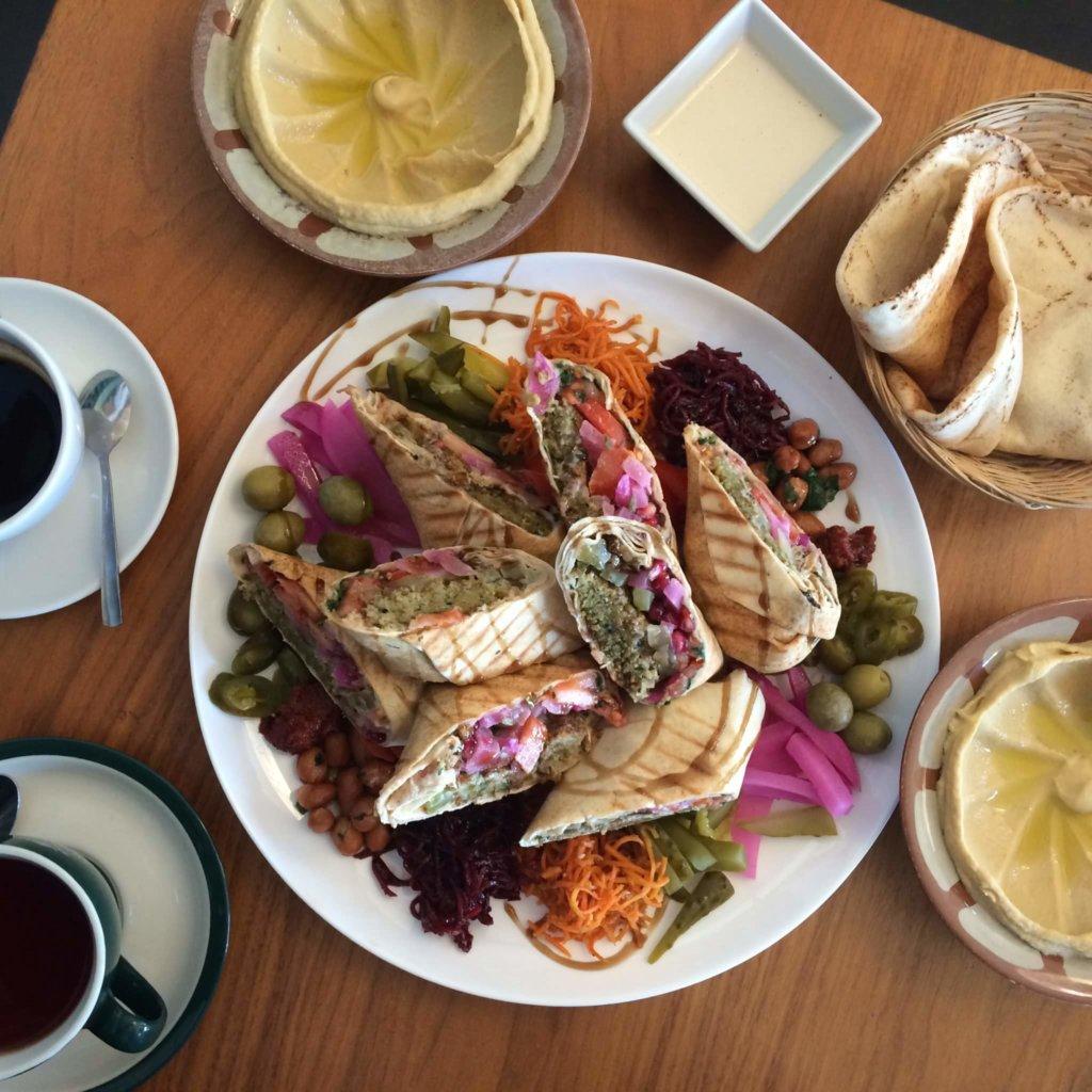 vegan na moliera, libańska kuchnia, hummus, falafel, lokal, restauracja, wege, weganizm, wegetariańskie jedzenie, warszawa, stolica, jedzenie, gdzie zjeść, roślinnie