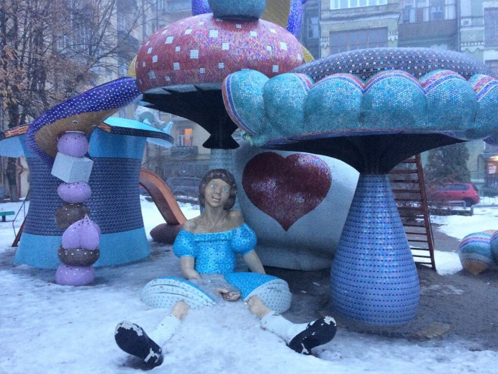 Kijów, stolica, Ukraina, zwiedzanie, podróże, razem, parka, wczasy, urlop, weekend, aleja pejzażowa, alica w krainie czarów, plac zabaw, rozrywka