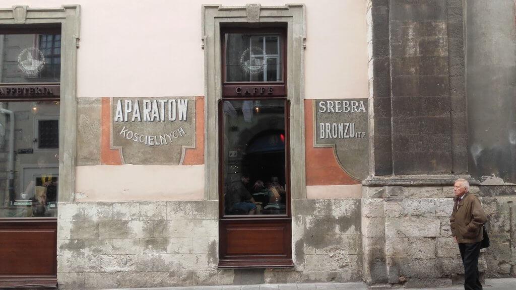 Lwów, zwiedzanie, miejsca, Ukraina, turystyka, wycieczka, Stare Miasto, Rynek, napis, Polska