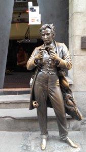 Lwów, zwiedzanie, miejsca, Ukraina, turystyka, wycieczka, Stare Miasto, Rynek, Masoch, figura, pomnik