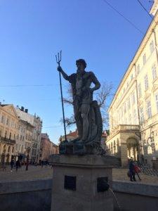Lwów, zwiedzanie, miejsca, Ukraina, turystyka, wycieczka, Neptun, fontanna, Ratusz, Stare Miasto, Rynek