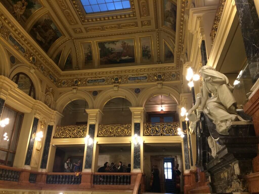 Lwów, zwiedzanie, miejsca, Ukraina, turystyka, opera, teatr, budynek, plac, architektura
