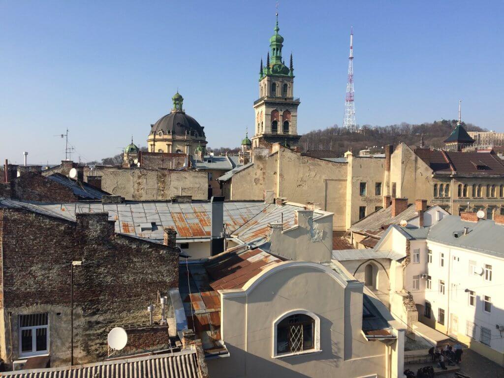 Lwów, miasto, Ukraina, zwiedzanie, wakacje, weekend, podróże, restauracje, klimat, odpoczynek, piwo, jedzenie, budynek, architektura, dom legend, panorama, stare miasto, dach