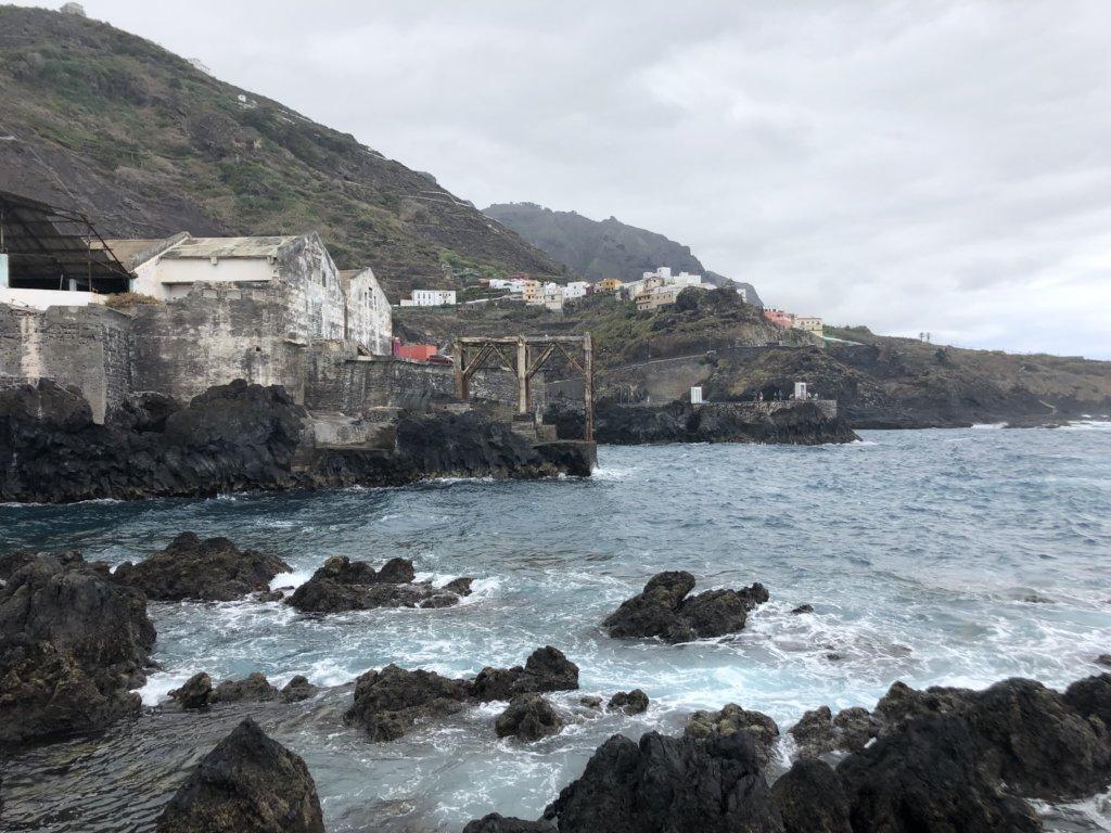 miasto, port, woda, ocean, góry, budynki, architektura, garachico, kanary, skały, fale