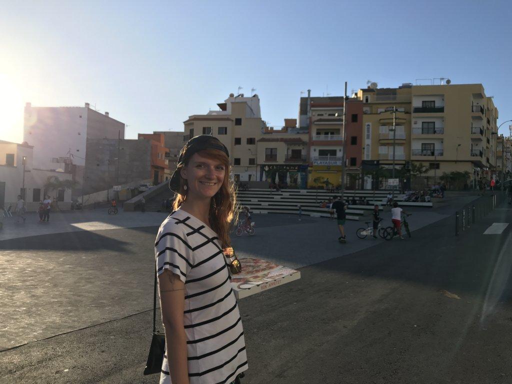 budynki, zachód słońca, dziewczyna, miasteczko, budynki