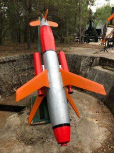 Wyrzutnia Rakiet eksponat - rakieta